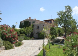Impressive rustic finca near Arta, offering breathtaking views of the landscape and mountain range