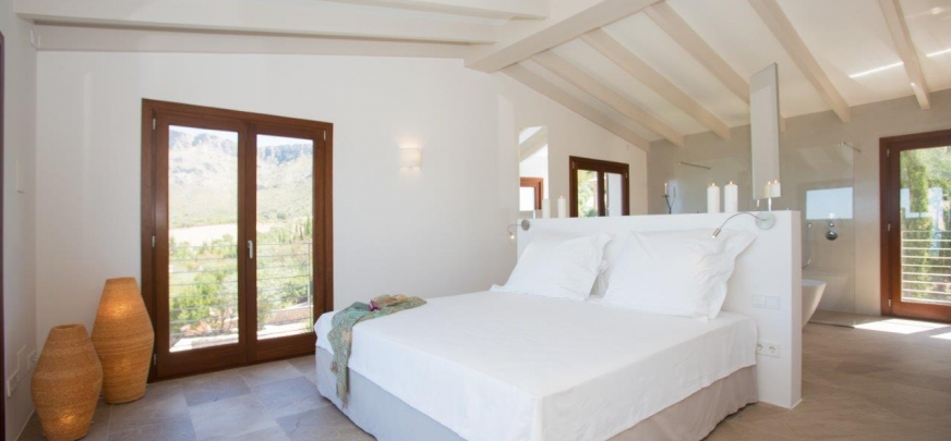 Rustic finca, 700 m from the sea, offering breathtaking views.