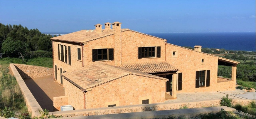 Rustic finca, 900 m from the coast, offering breathtaking views of the sea and mountains.